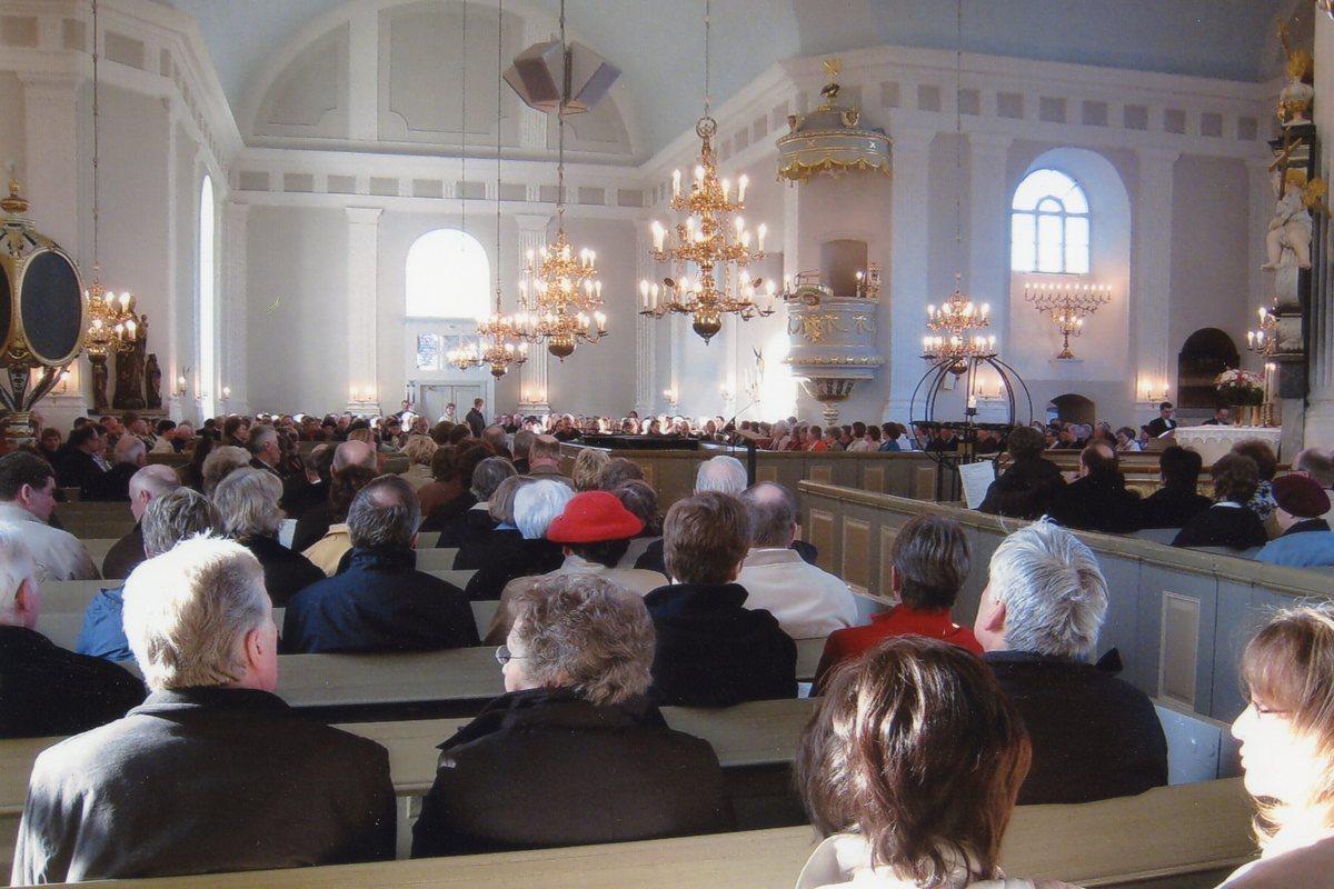 Fullsatt Pedersöre kyrka.